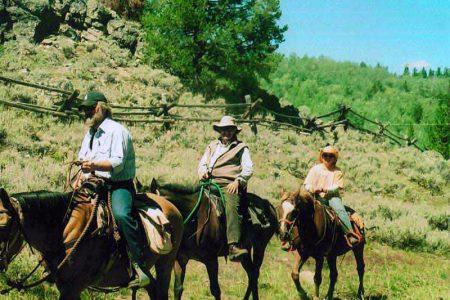 horseback-riding-in-WY